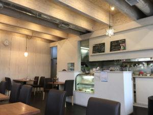 赤羽のカフェミルク店内