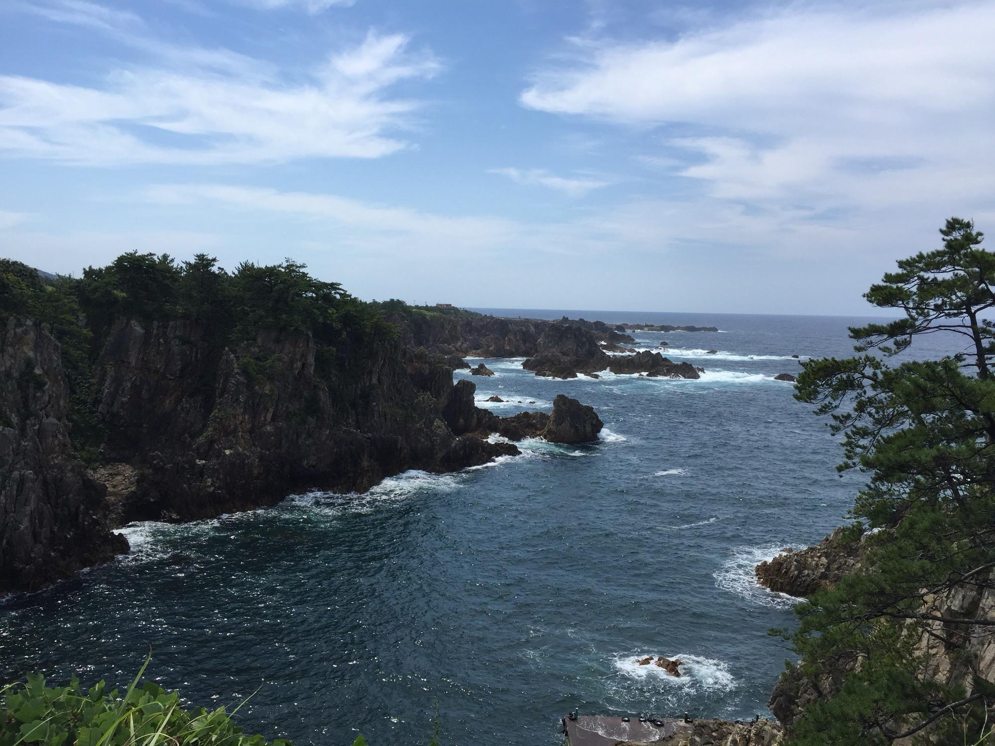 佐渡島の湾岸風景