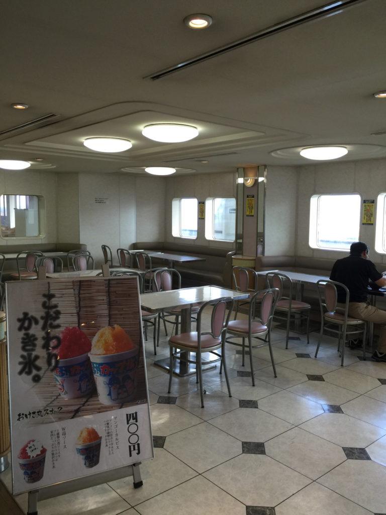 佐渡汽船フェリー内の食堂