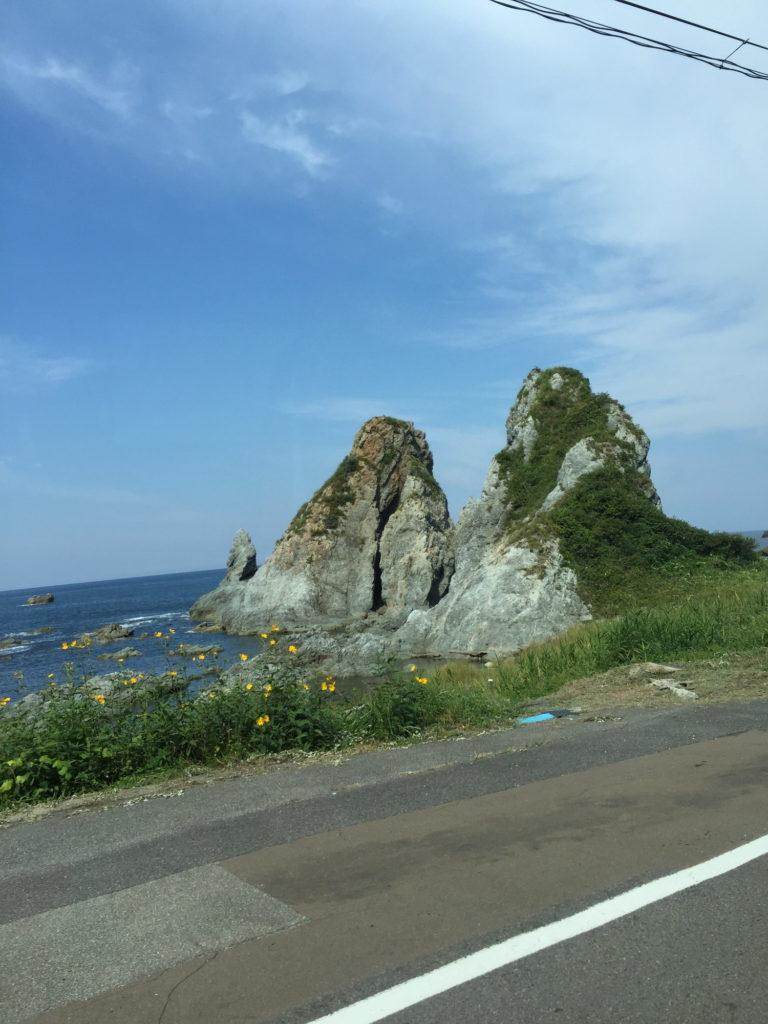 佐渡の海岸に見える岩