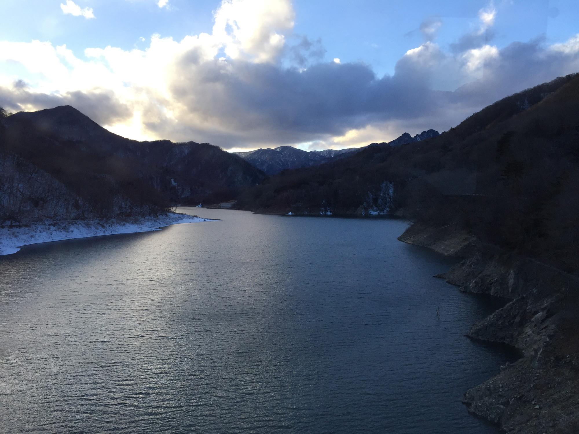 夕暮れ時の川俣湖
