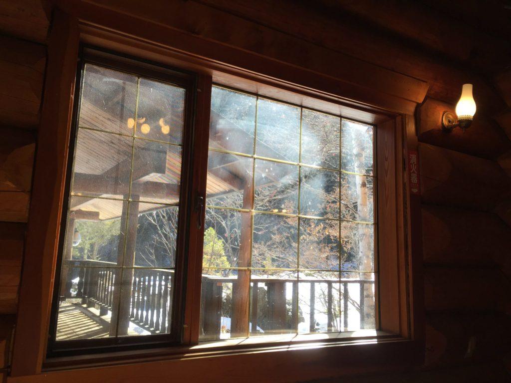 八丁湯のレストハウスから見る雪