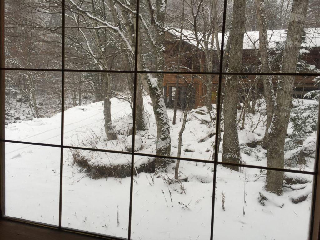 八丁湯で迎えた雪の朝