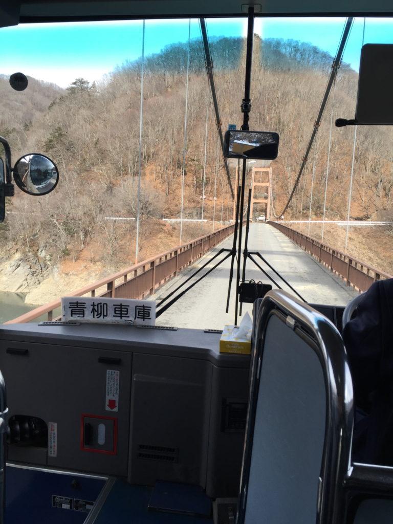 川俣大橋を渡る