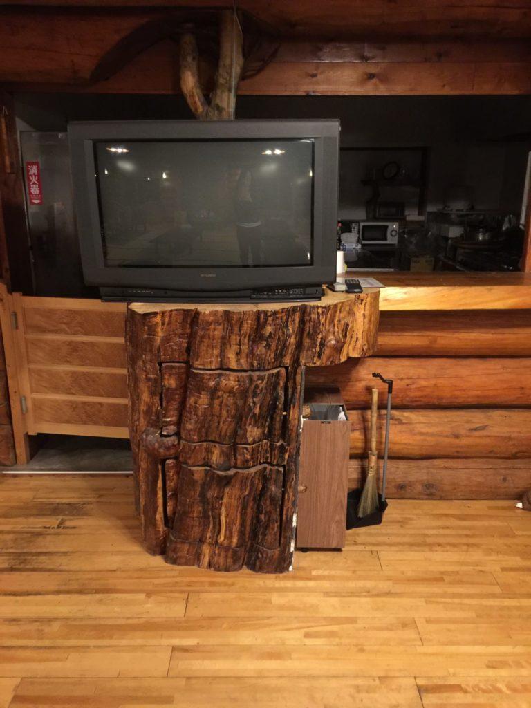 八丁湯のレストハウスのテレビ台