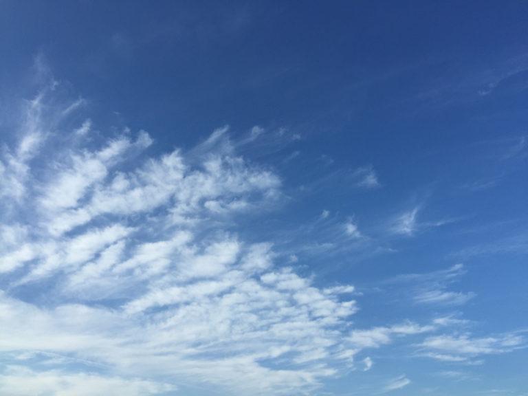 海のような空