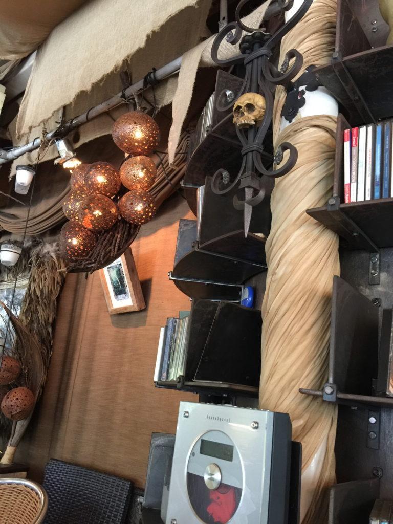 ル・カフェ・ドゥ・グランブルー店内の雑貨
