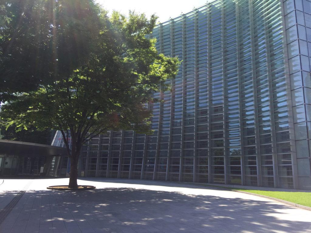 新国立美術館の外観