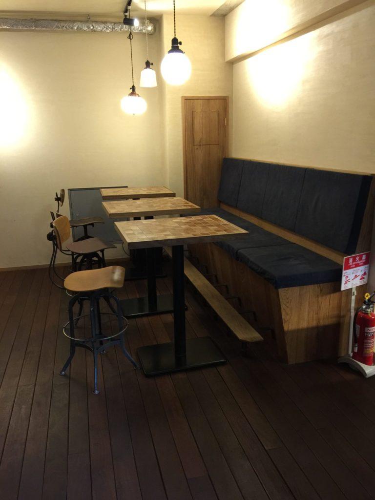 バースコーヒー地下奥の席