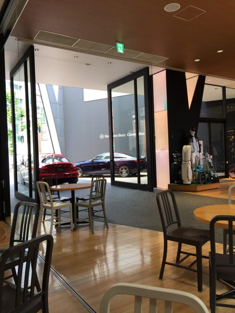 六本木ダウンステーアズコーヒーの店内の様子