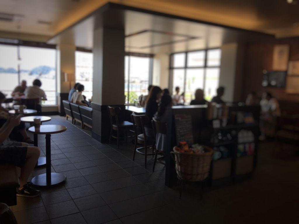 スターバックス、ショッパーズプラザ横須賀シーサイドビレッジ店の内観