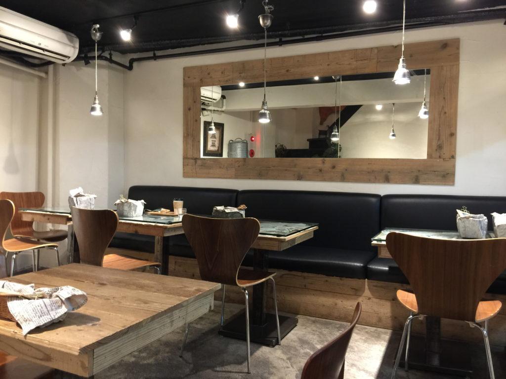 半蔵門のカフェTiMiのカフェスペース2