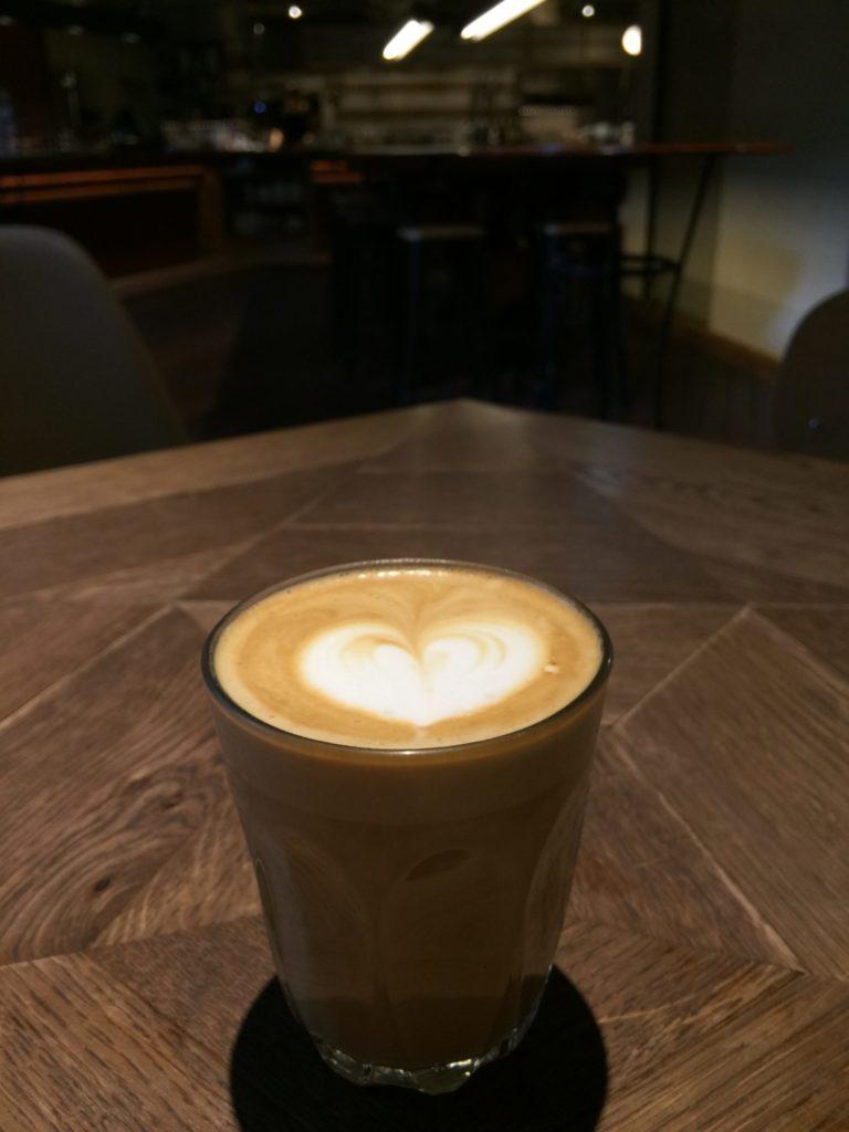 バースコーヒーのカフェラテ