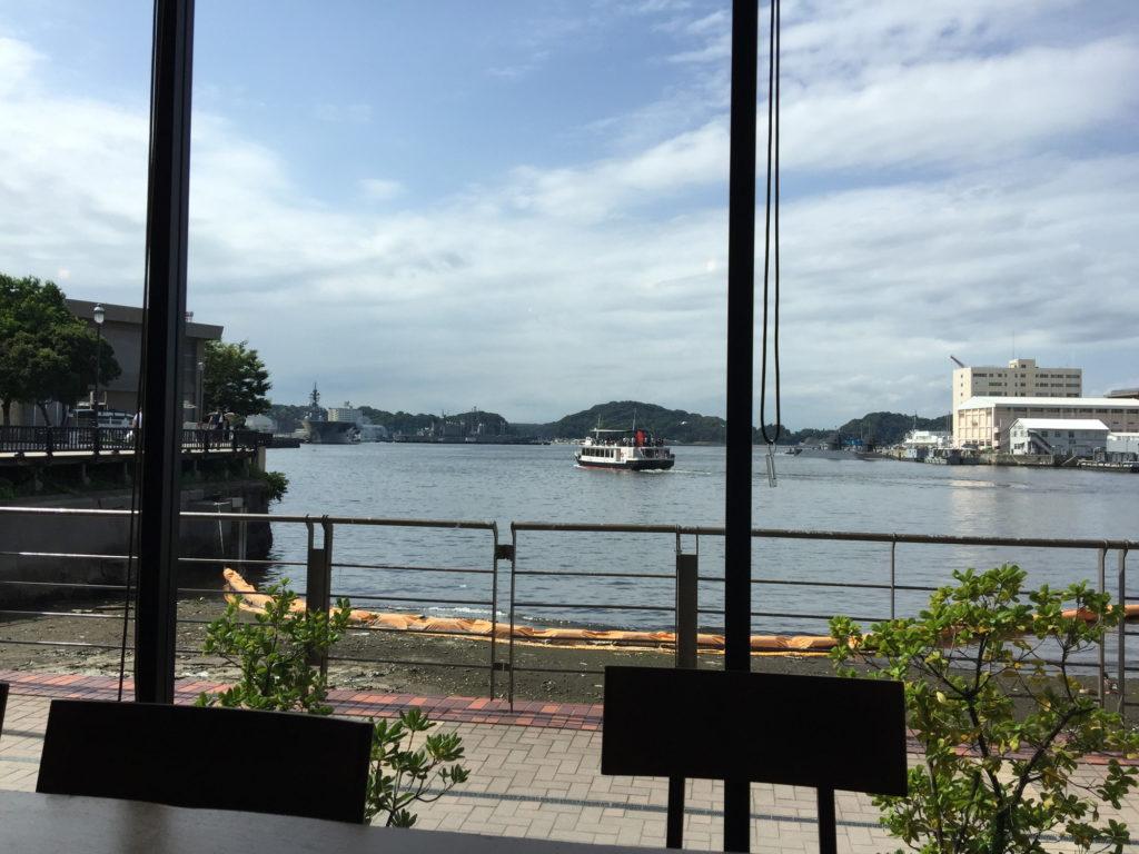 スターバックス、ショッパーズプラザ横須賀シーサイドビレッジ店から見える海