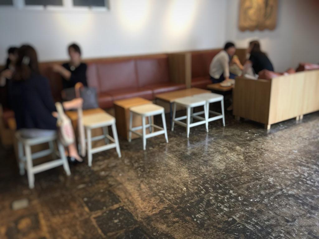 ストーリーマーコーヒーカンパニー茅場町店のソファ席