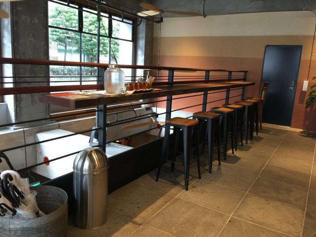 バースコーヒー1階のカウンター席
