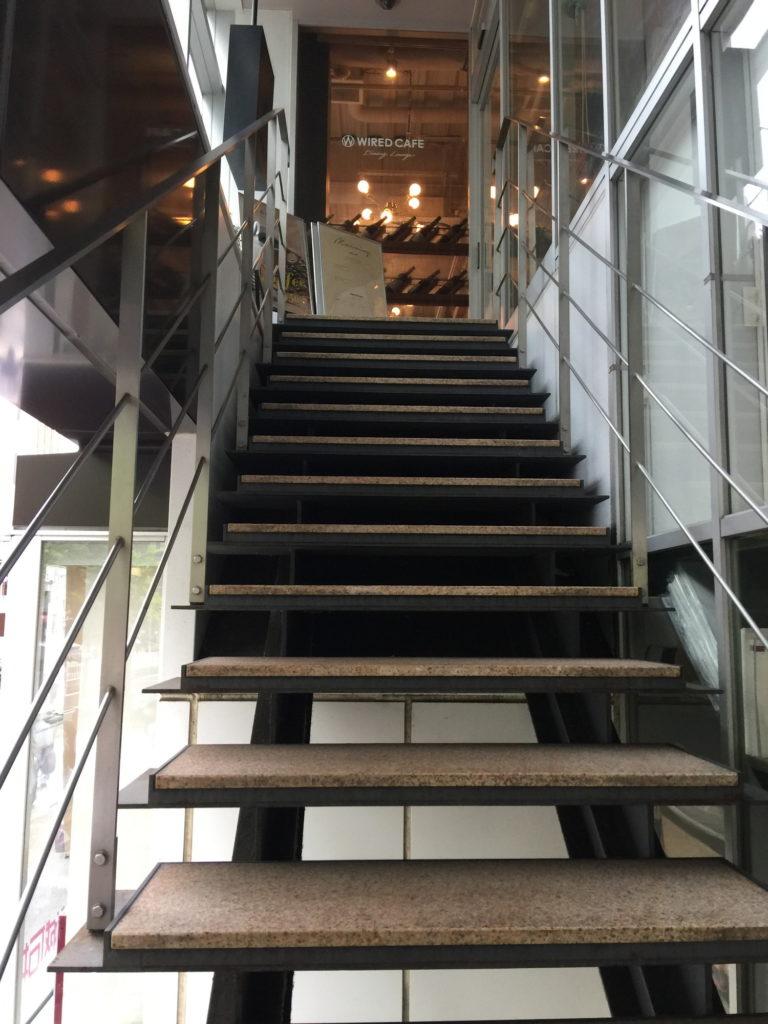 五反田WIRED CAFEへ向かう階段