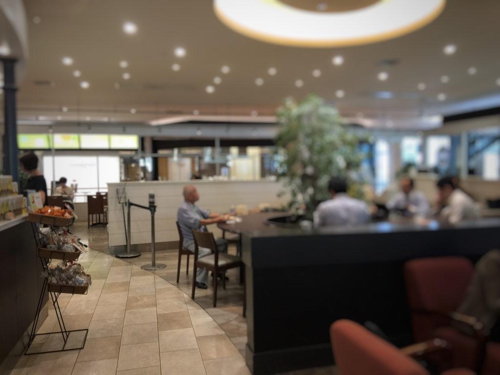 タリーズコーヒー マークイズみなとみらい店の丸テーブル席