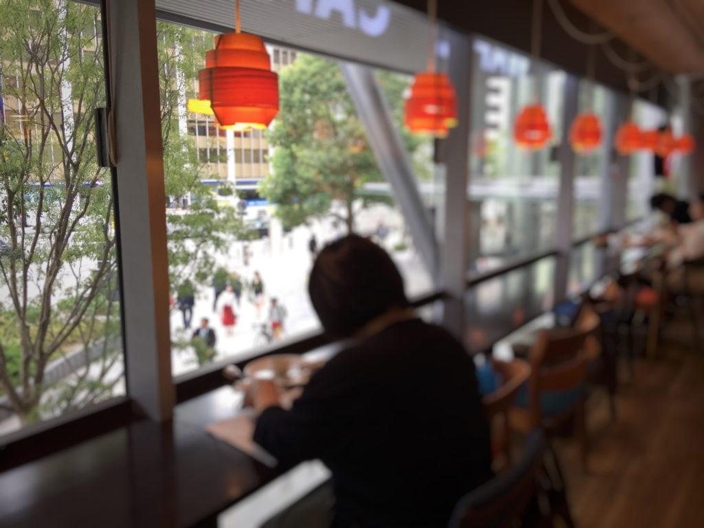 エール・エル ワッフル カフェ グランルーフ店の2階カフェの窓