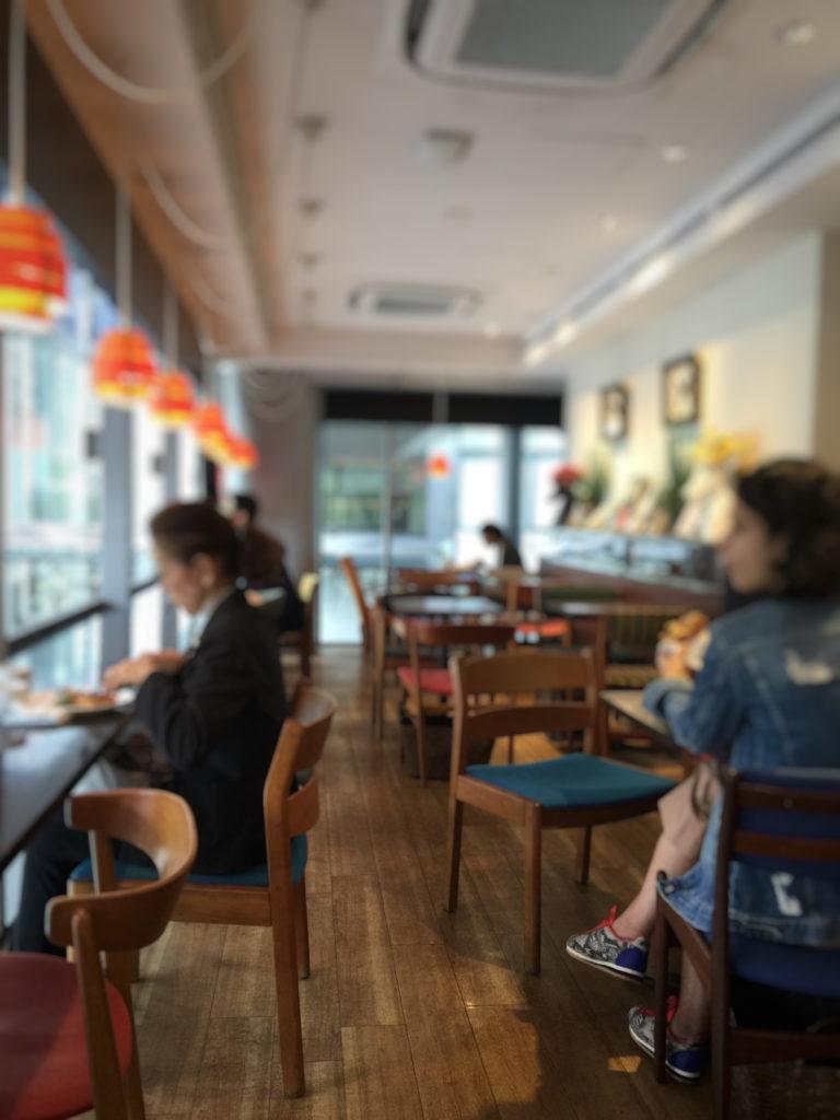 エール・エル ワッフル カフェ グランルーフ店の2階カフェの内観
