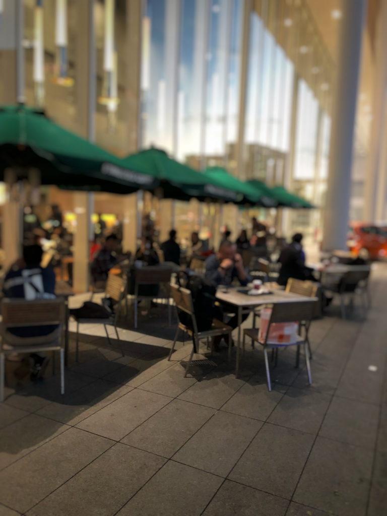 スターバックスコーヒー 日産グローバル本社ギャラリー店のテラス席
