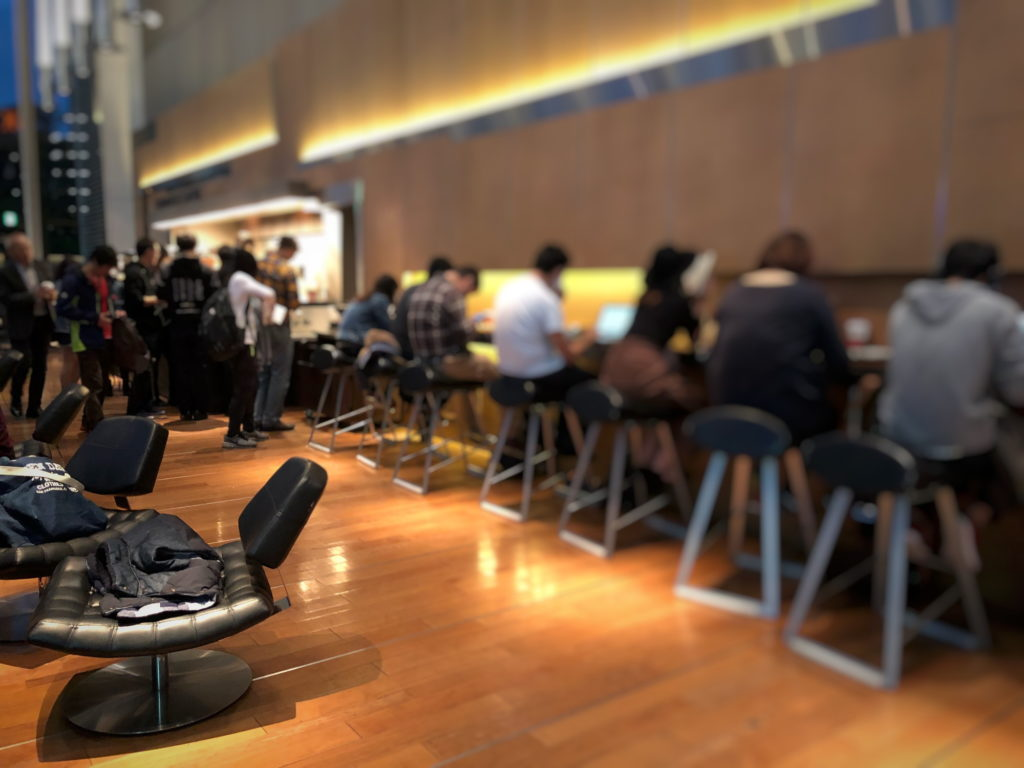 スターバックスコーヒー 日産グローバル本社ギャラリー店のカウンター席