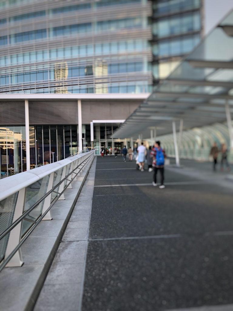 横浜そごうから日産本社への橋
