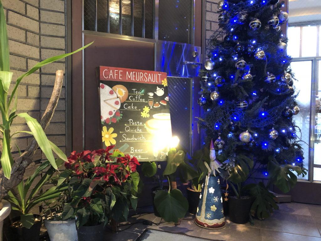 カフェムルソー入口の飾りつけ