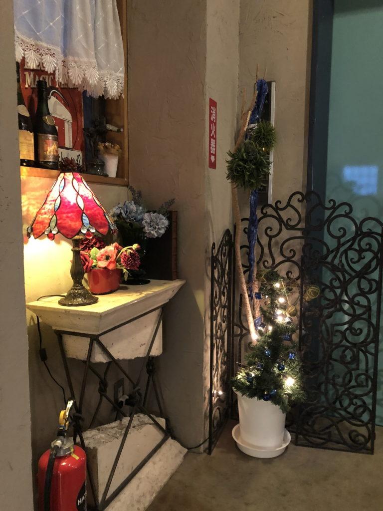 カフェムルソー3階入り口の飾りつけ