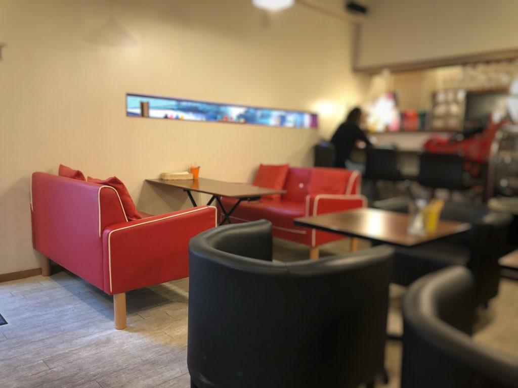 ティーノカフェの禁煙席とカウンター席