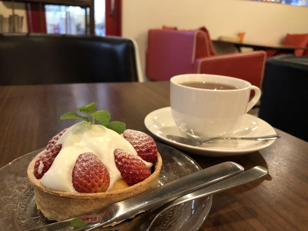 ティーノカフェで頼んだいちごタルトと紅茶