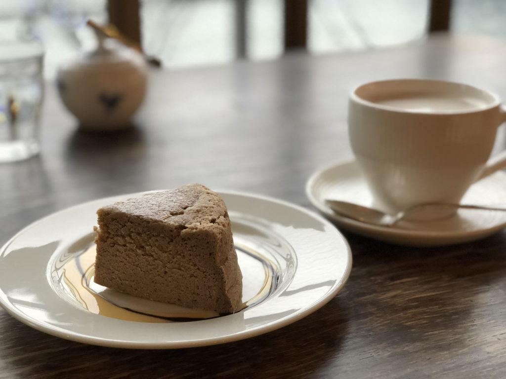 紅茶チーズケーキとセイロン風ミルクティー