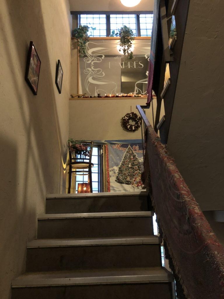 カフェムルソー3階へと続く階段