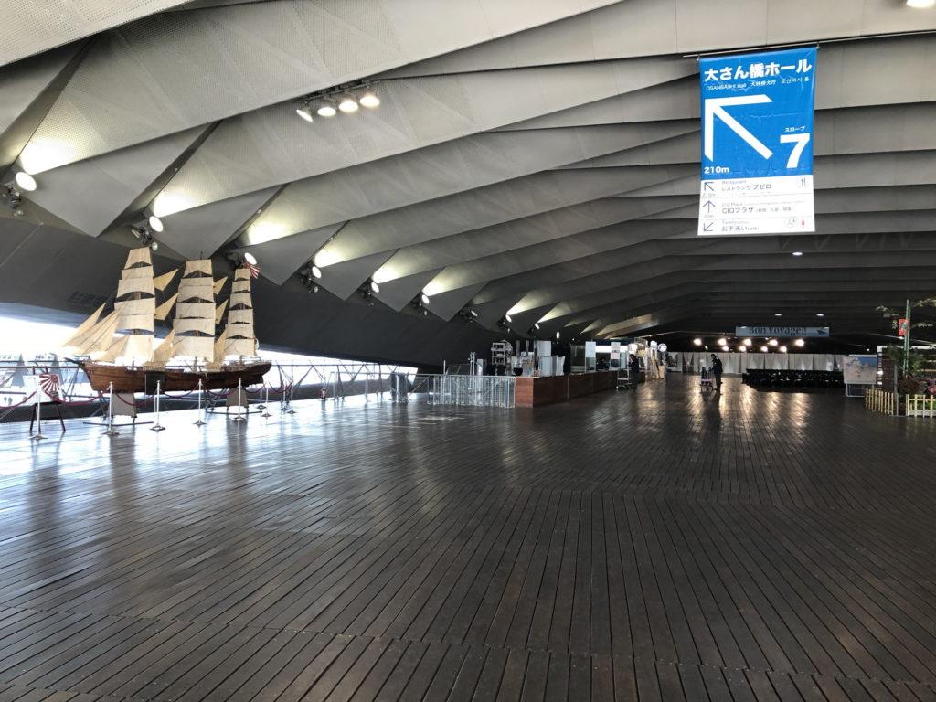 大桟橋ターミナル左側