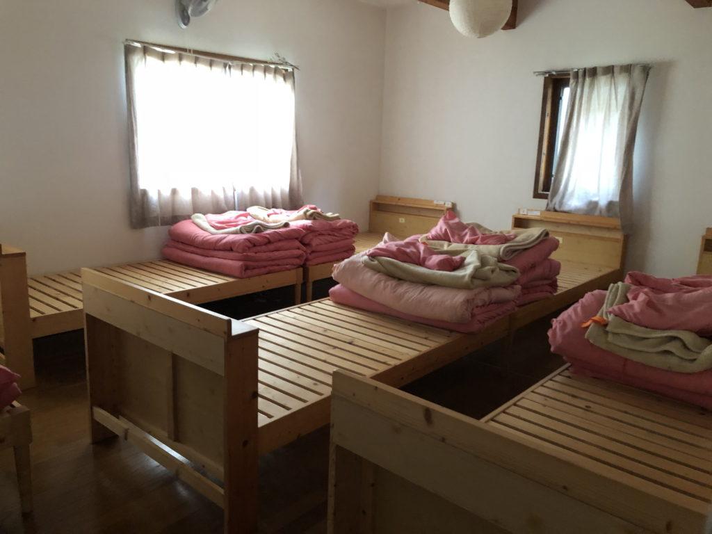 京都ダンマバーヌ宿泊棟のベッド部屋