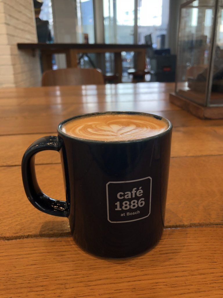 cafe 1886 at Boschのカフェラテ