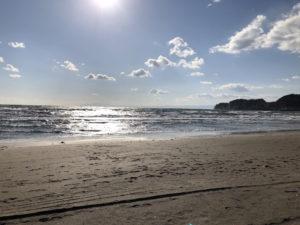 材木座海岸の海と江の島