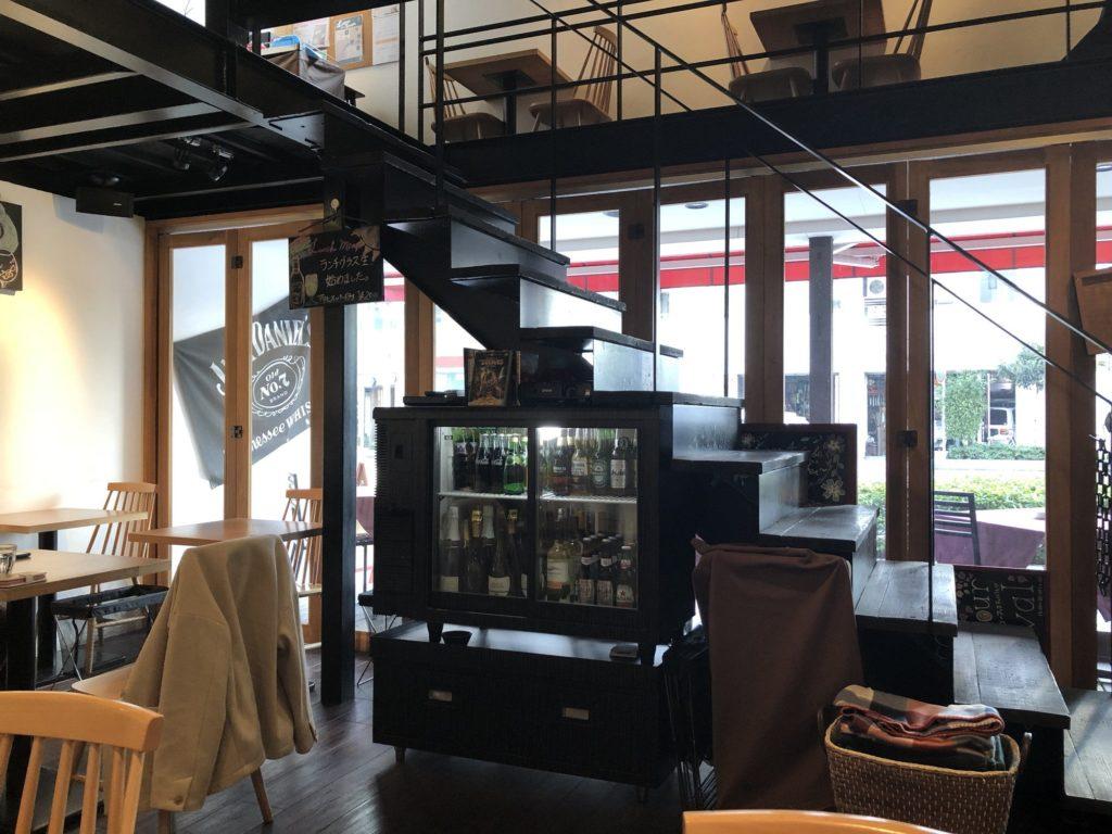 蔵前四丁目カフェの2階へのぼる階段