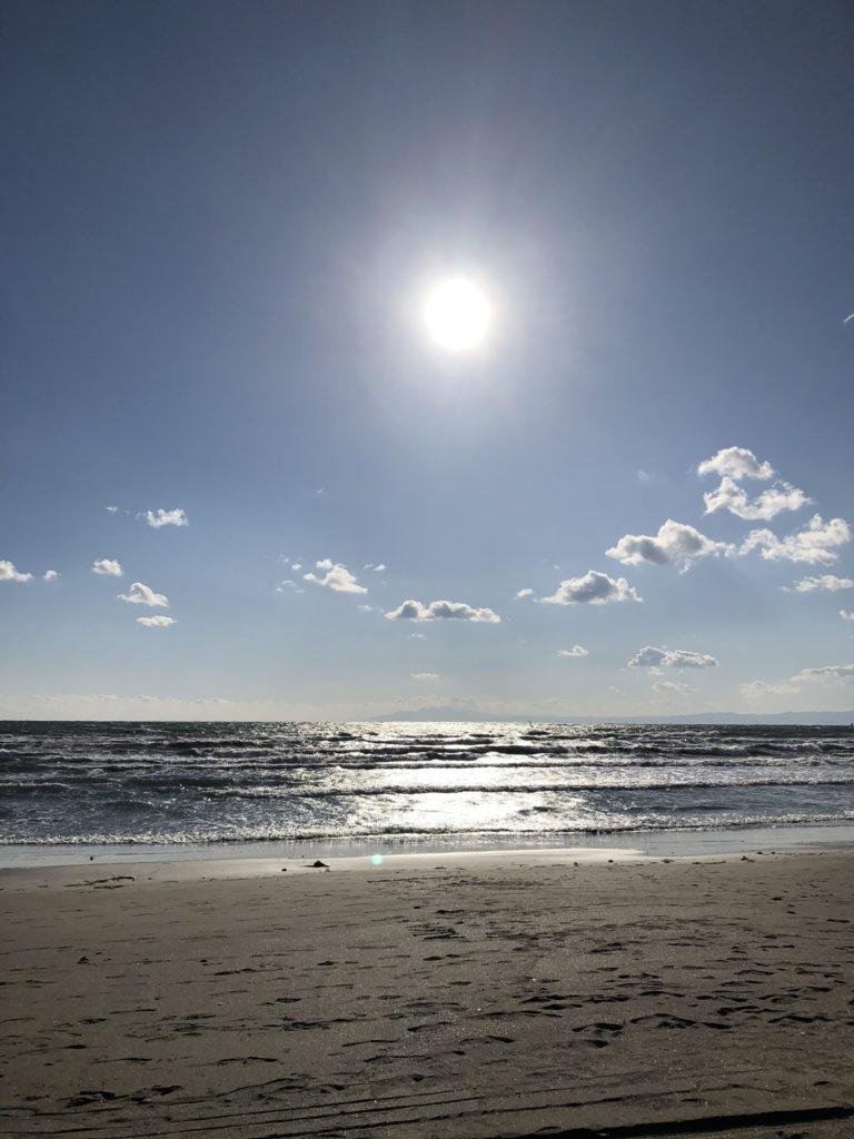 材木座海岸の海