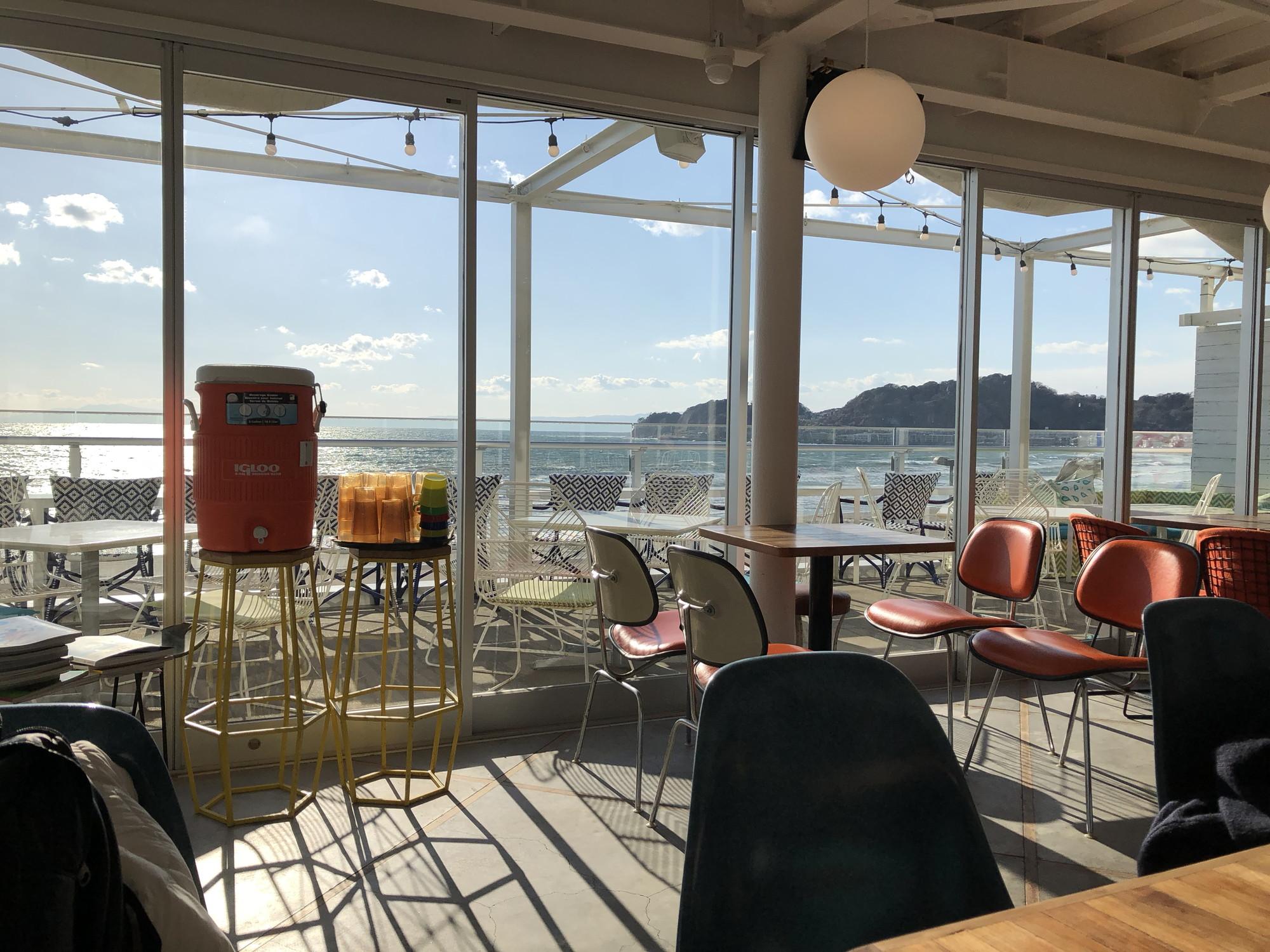 Post by HONEYのソファ席から海を眺める