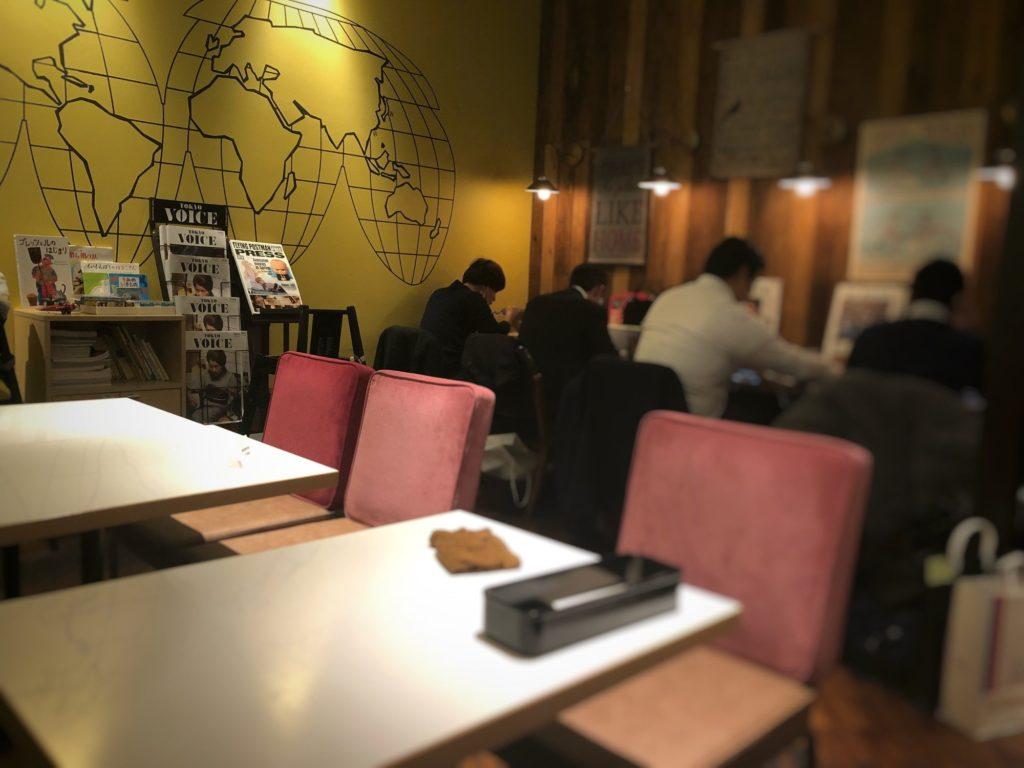 ワイアードカフェ 武蔵小杉東急スクエア店の電源のある席