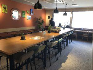 Oki Oki Cafe店内2階奥の席全体