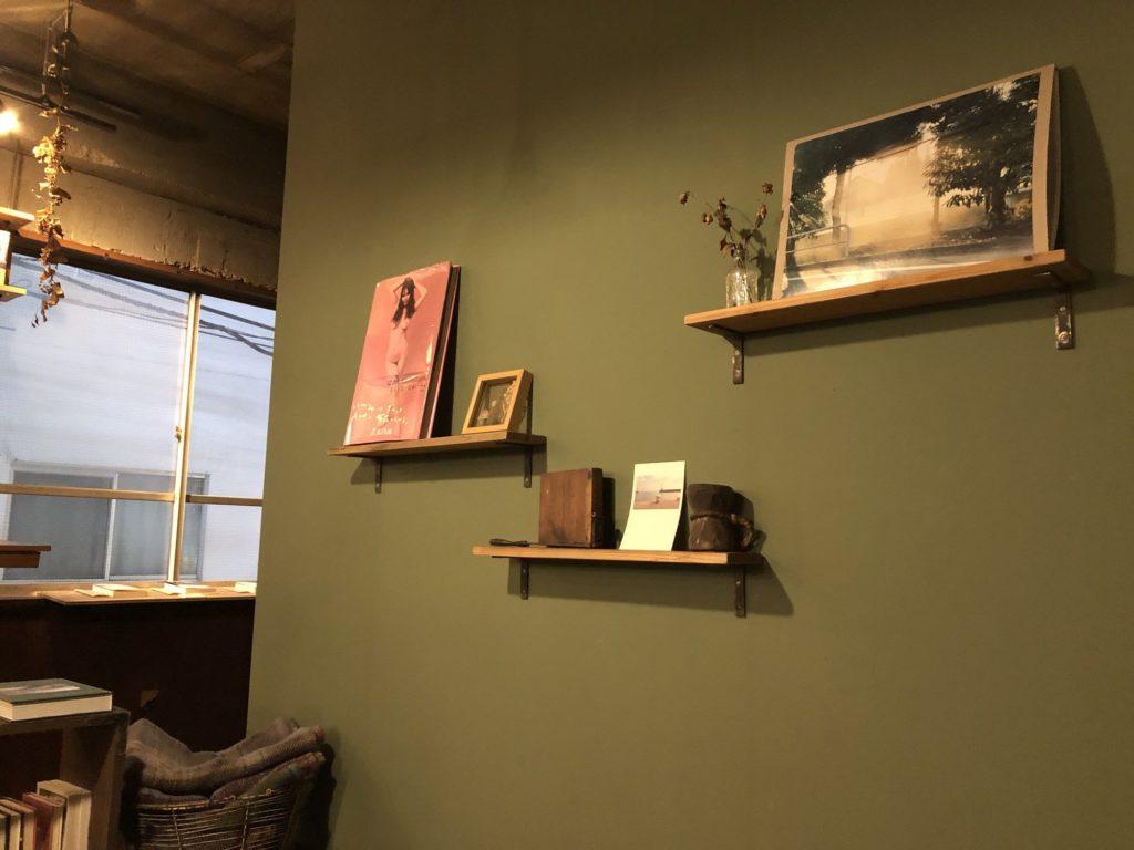 fuzkue(フヅクエ)の壁と本