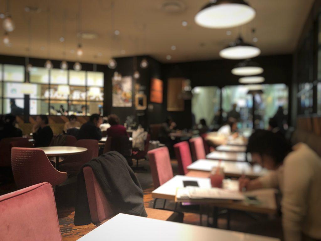 ワイアードカフェ 武蔵小杉東急スクエア店奥の席から見た店内