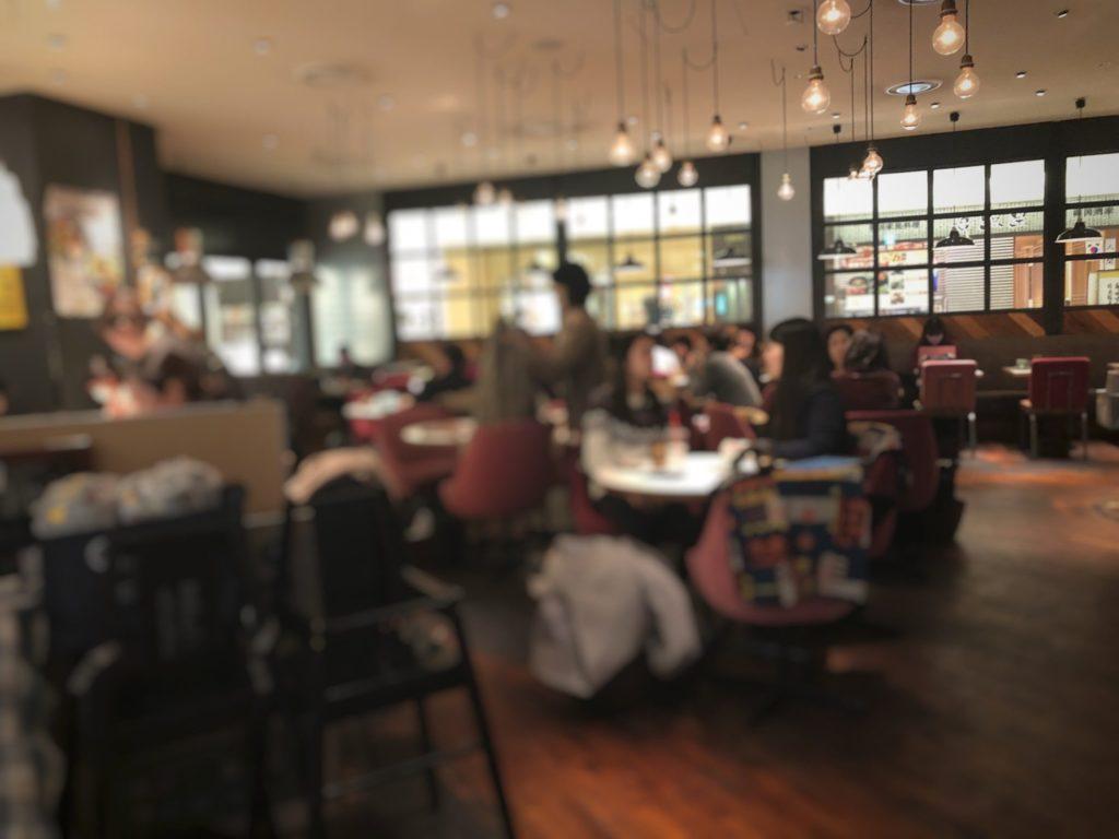 ワイアードカフェ 武蔵小杉東急スクエア店入ってすぐの店内の様子