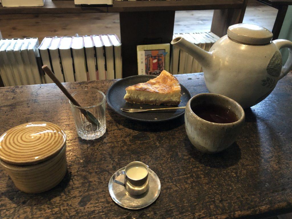 fuzkue(フヅクエ)のチーズケーキと紅茶