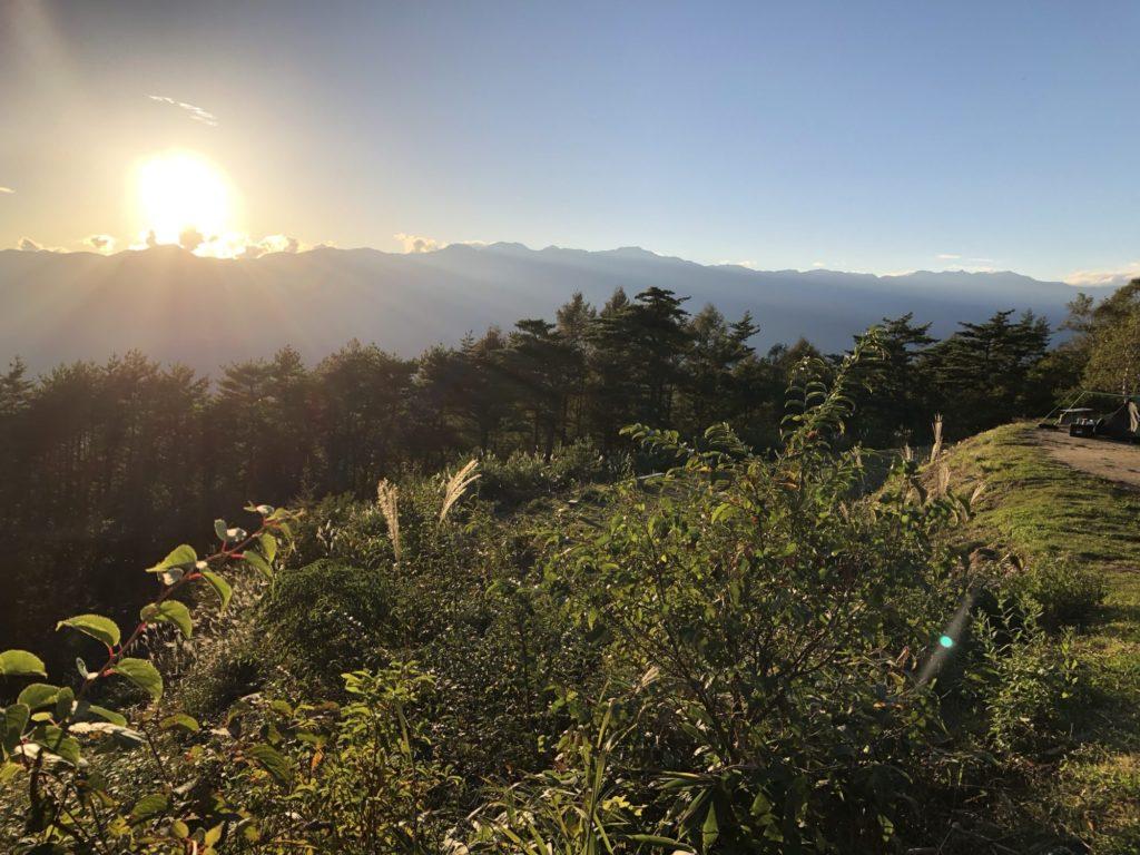 陣馬形山から望む夕日