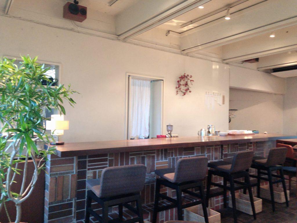 レーベルカフェのカウンター席