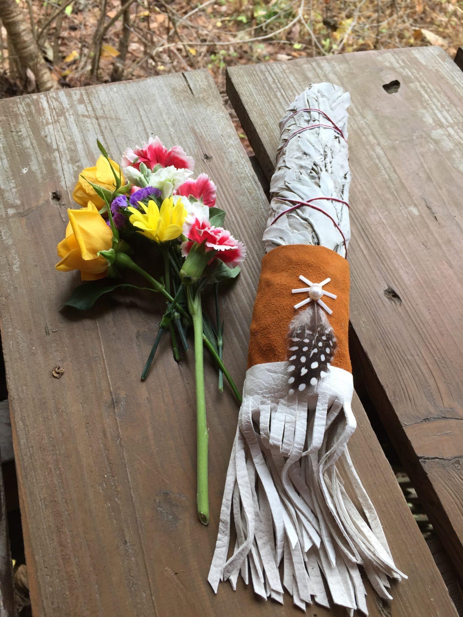 タバコの葉と花束