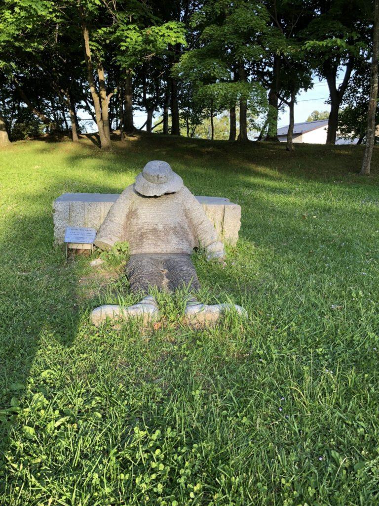 ぎんどろ公園の石像